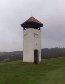 373 Vyhlídková věž na golfovém hřišti ve Slavkově